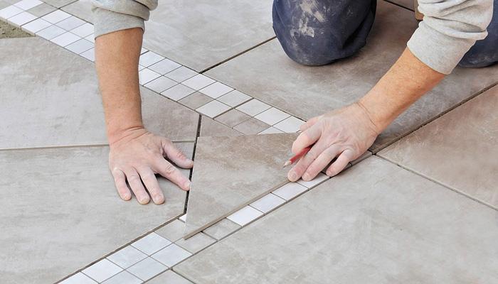 Unser erfahrenes Fliesenlegerteam verlegt fachmännisch Ihre Fliesen, Natursteine und Mosaike in höchster Qualität im Innen- und Außenbereich. Mit größter Präzision und Sorgfalt realisieren unsere Fliesenleger zuverlässig und rasch Ihre Renovierungsmaßnahme, komplette Sanierung oder Neubau.