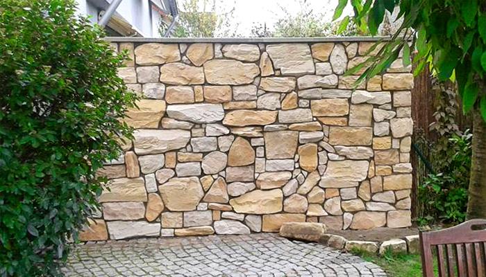 Schon von jeher sind die Menschen fasziniert von Optik und Ausstrahlung der edlen Natursteine. Sie eignen sich ideal für Garten oder Terrasse und verleihen ein mediterranes Flair. Ob im Außen- oder Innenbereich eingesetzt sind Natursteine ein Erzeugnis der Natur, was zeitlos ist und niemals trendgebunden war.